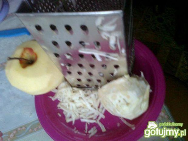 Surówka z selerem i orzechami