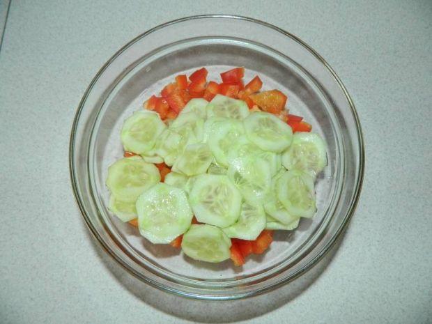Surówka ze świeżej papryki i ogórka