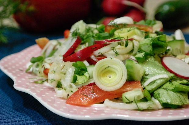 Surówka ze świeżych warzyw