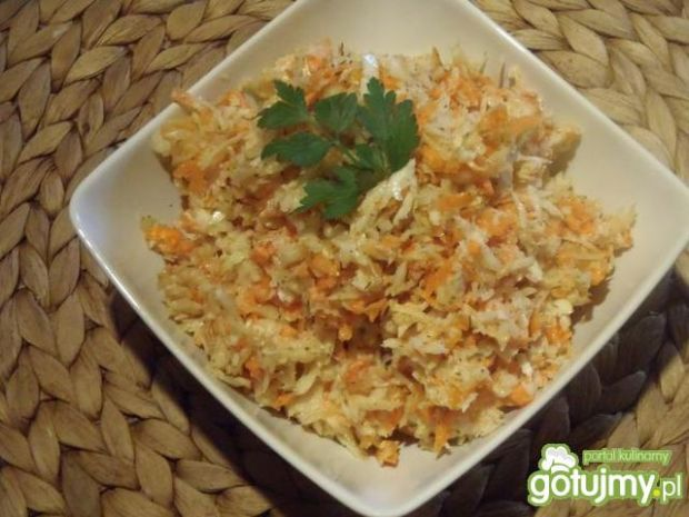 Surówka zkapusty i marchewki do obiadu