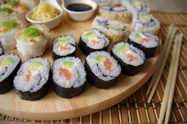 Sushi (maki, uramaki)