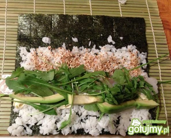 Sushi z doradą i japońskimi dodatkami