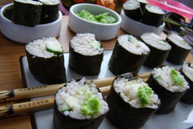 Sushi z mozzarellą i ogórkiem