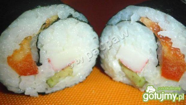 Sushi z paluszkiem krabowym, awokado