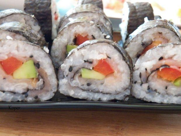 Sushi z papryką i łososiem