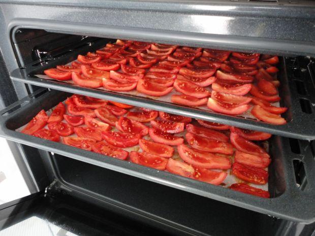 Suszone pomidory z czosnkiem i kaparami