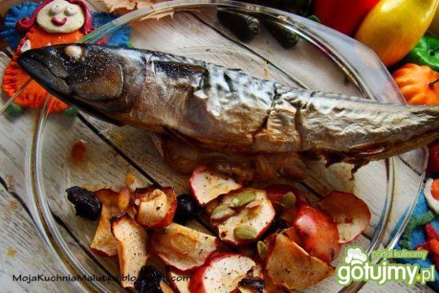 Świąteczna makrela z pieczonymi jabłkami