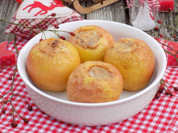 Świąteczne jabłka pieczone z masą orzechową