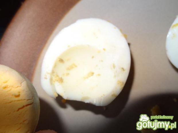 świąteczne jajka faszerowane buraczkami