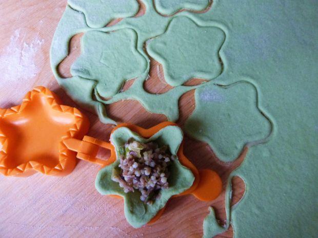 Świąteczne pierożki z kaszą jaglaną i grzybami
