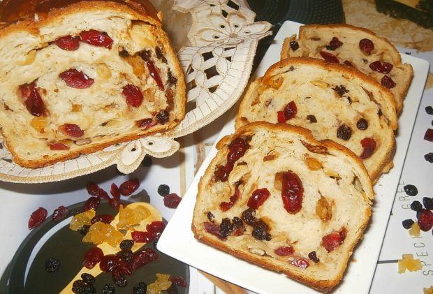 Świąteczny chlebek z bakaliami