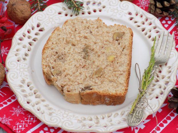Świąteczny cynamonowy chlebek z orzechami