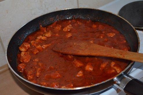 Świderki w sosie pomidorowym