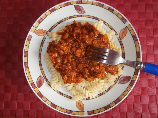 Świderki z mielonką z konserwy w sosie pomidorowym
