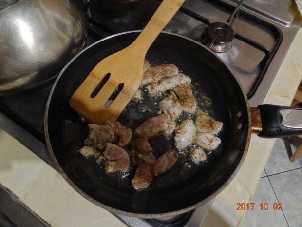 Sycąca zupa z białych warzyw z kurczakiem