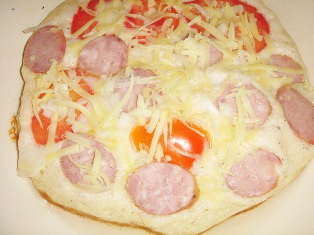 Sycący omlet z kiełbasą