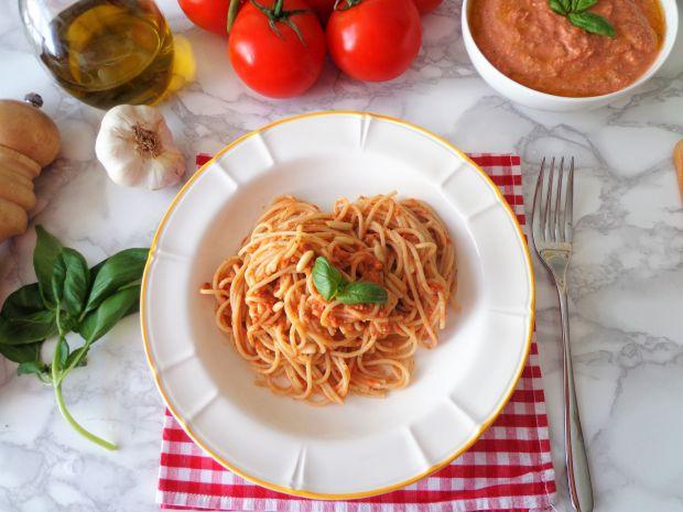 Sycylijskie pesto z pomidorami, bazylią i ricottą