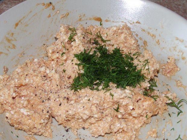 Sylwestrowe przekąski z pastą twarogową z łososiem