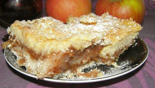 Sypana szarlotka jabłkowo-śliwkowa