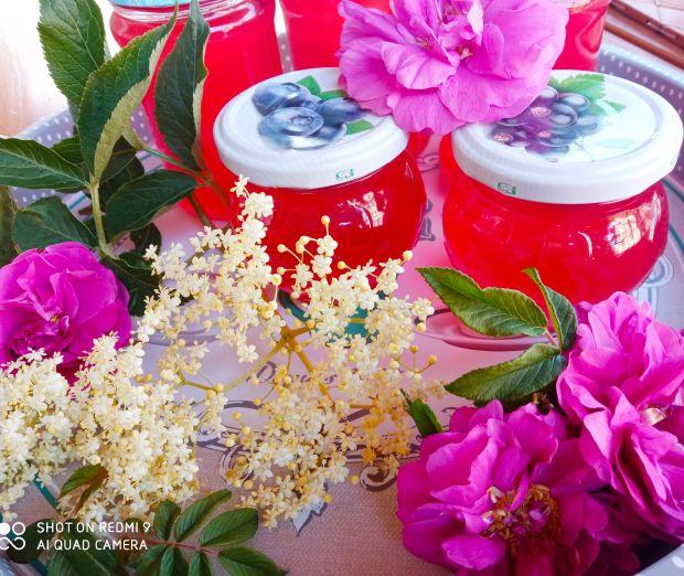 Syrop z kwiatów czarnego bzu z płatkami róży