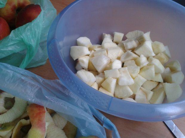 Szarlotka kakaowa z orzechami i nutką cynamonu