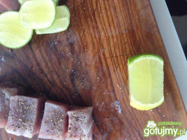 Szaszłyk z tuńczyka w sezamie.