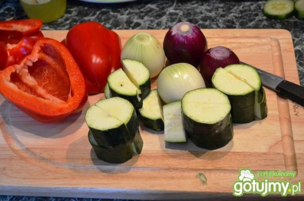 Szaszłyki warzywne z indykiem