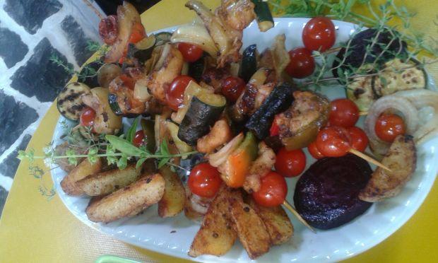 Szaszłyki warzywne z ziemniakami pieczonymi
