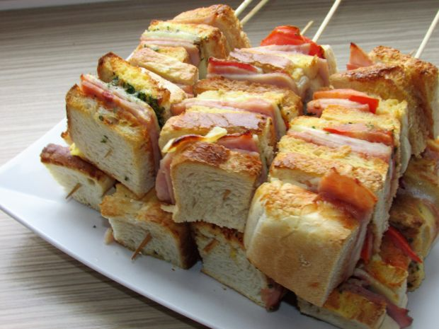 Szaszłyki z chleba tostowego