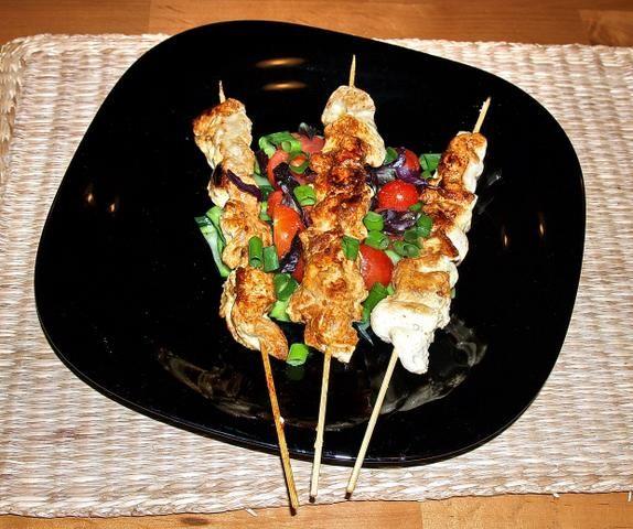 szaszłyki z kurczaka  na warzywach