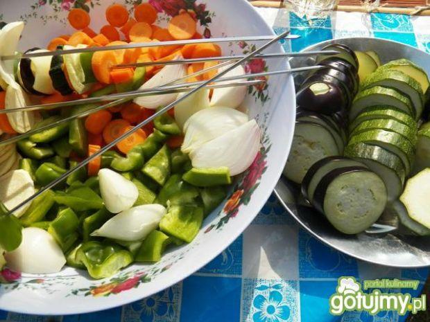Szaszłyki z kurczakiem i warzywami.
