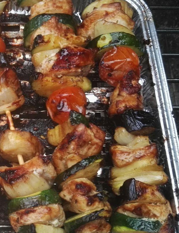 Szaszłyki z kurczakiem i warzywami