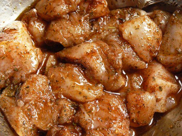 Szaszłyki z kurczakiem i wędzoną śliwką