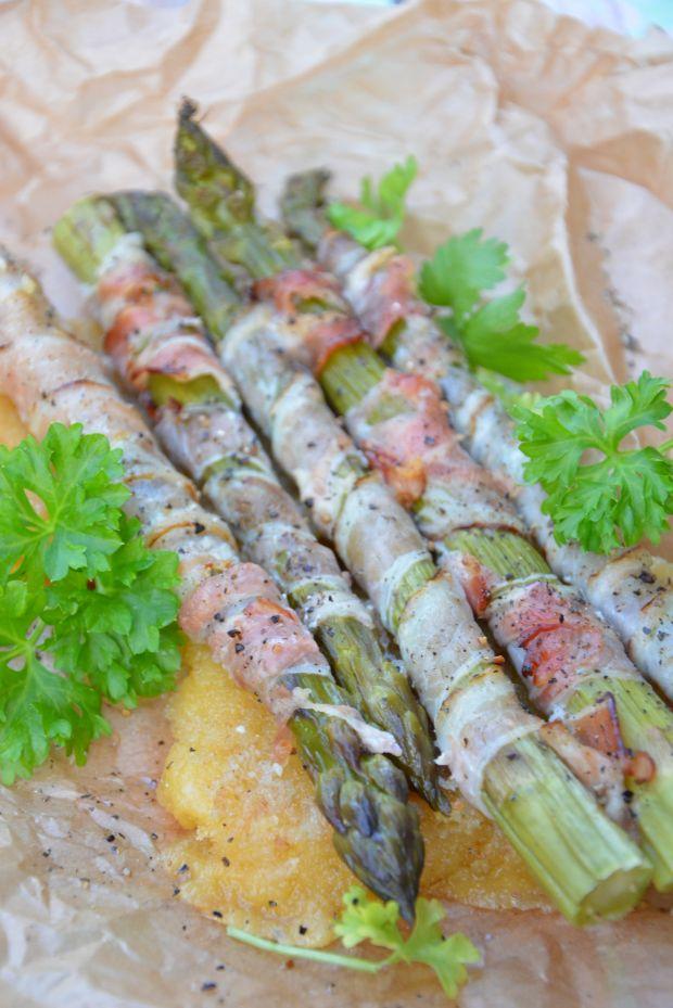 Szparagi w boczku z panierowanym serem żółtym