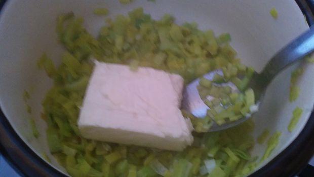 Szparagi w sosie serowo - porowym