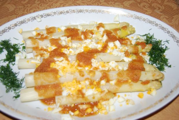 Szparagi z jajkiem