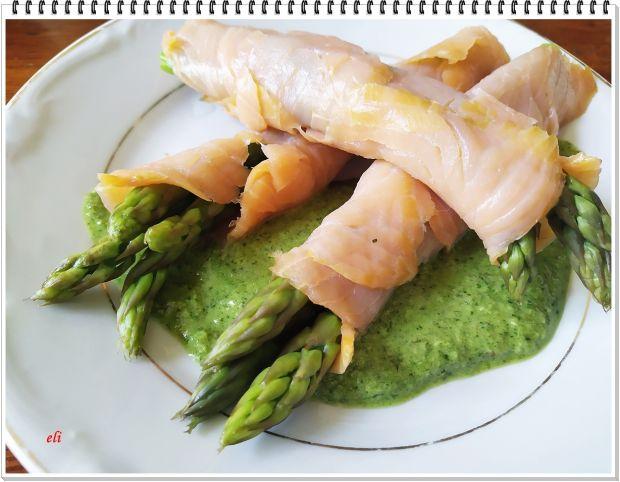 Szparagi zielone Eli w płaszczyku z łososia