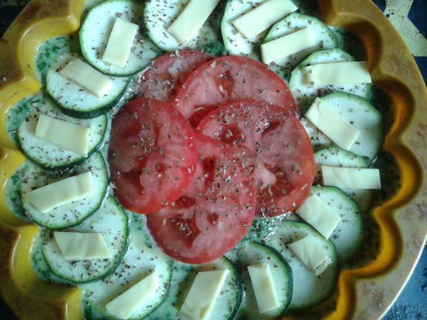 Szpinakowa tarta z cukinią i pomidorem
