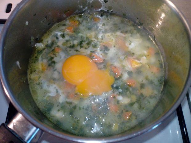 Szpinakowa zupka z jajkiem dla dzieci