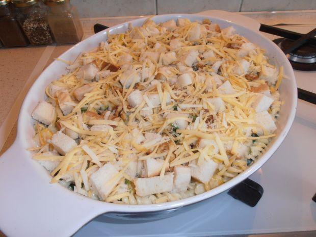 Szpinakowo-paprykowe świderki z tostową kruszonką