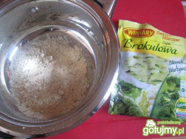 Szybka brokułowa z żółtym serem