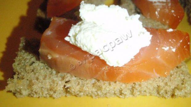 Szybka kanapeczka z łososiem