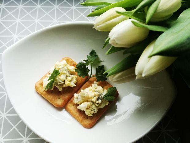 Szybka pasta jajeczna z ogórkami