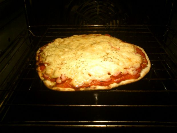 Szybka pizza na cienkim cieście