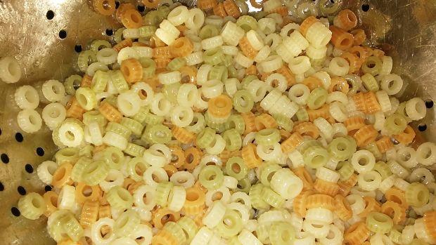 Szybka sałatka makaronowa