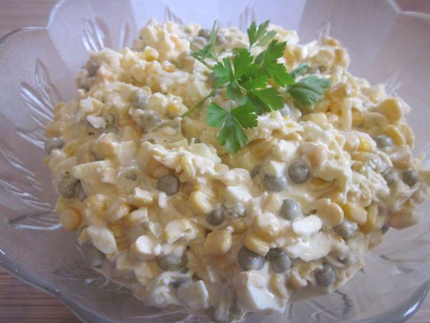 Szybka sałatka z jajkami i kukurydzą