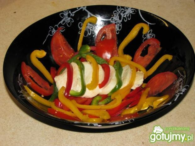 Szybka sałatka z mozzarellą