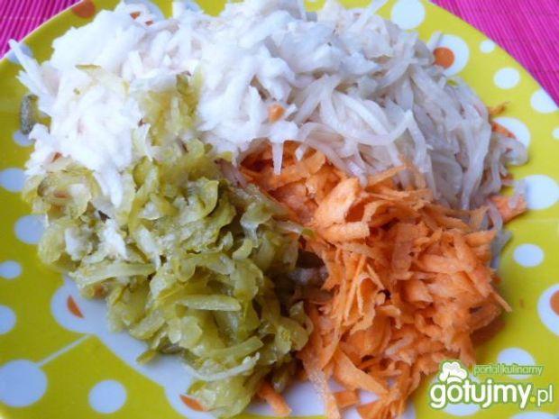 Szybka surówka z marchewki i selera