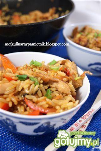 Szybki chiński smażony ryż z kurczakiem