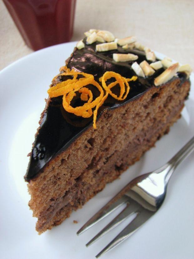 Szybki torcik czekoladowy z masą kajmakową